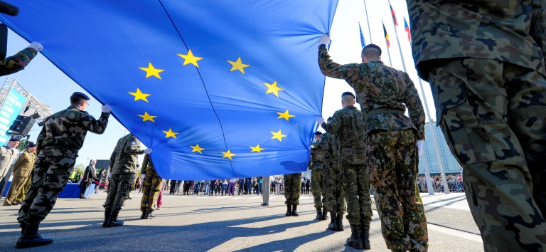 Rising of the European flag  with the Eurocorps