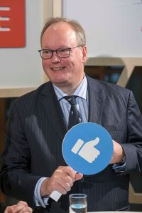 ALDE-Party-Hans-van-Baalen2-mit Facebook-Kelle